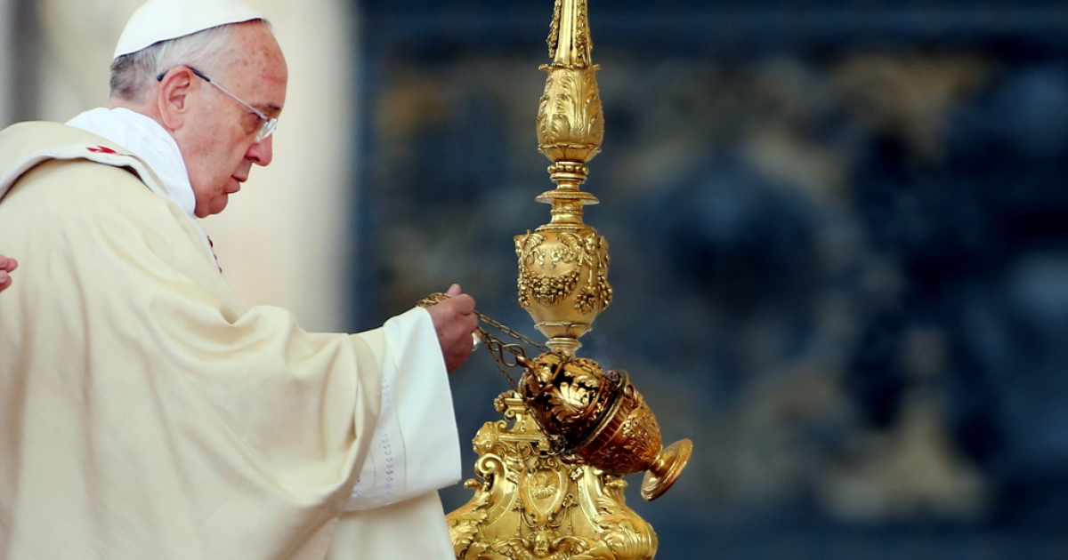 Pope Francis waves incense as he celebrates mass in St. Peter's square on November 24, 2013 in Vatican City, Vatican.</p>