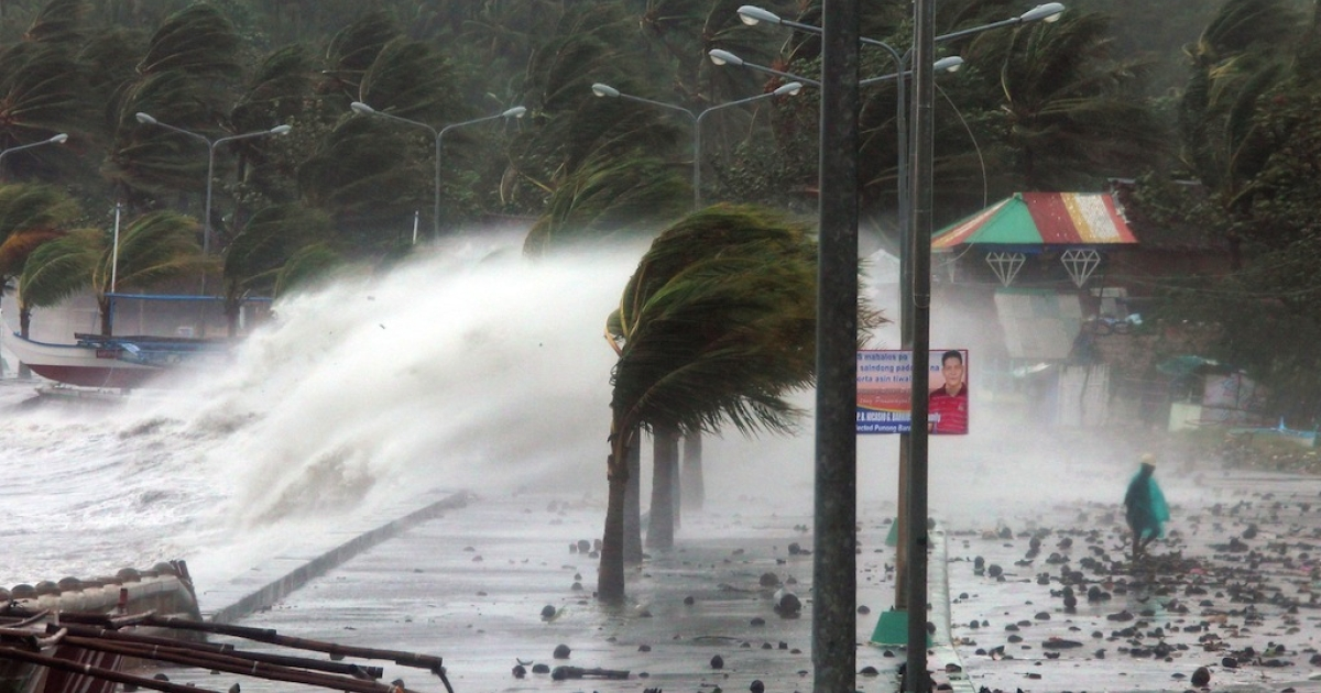 Huge waves pound the sea wall in the port city of Legaspi in Albay province as Typhoon Haiyan makes its way across the central islands of the Philippines on Nov. 8, 2013.</p>