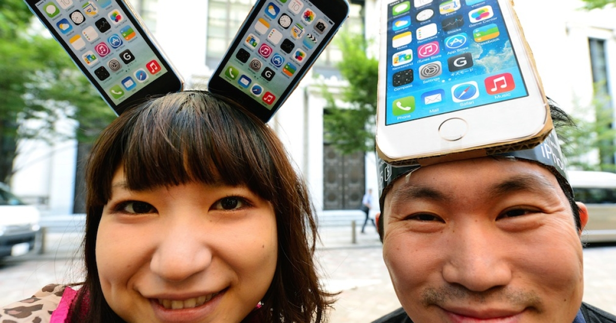 Japan is crazy about Apple gadgets, but two authors argue that the US company is crushing its Japanese suppliers by demanding high quality at low prices.</p>