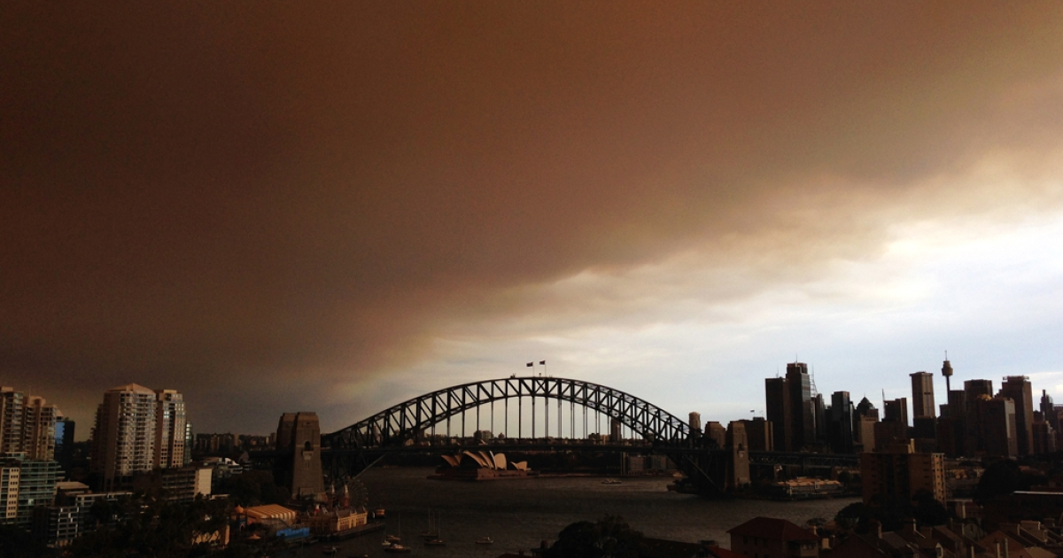 (EDITORS NOTE: Image was created with a smartphone.)  A general view of the Sydney CBD shrouded in smoke haze is seen on October 17, 2013 in Sydney, Australia. Sydney is shrouded in a haze of smoke as brushfires rage in the western Sydney suburbs of Springwood, Winmalee and Lithgow.</p>
