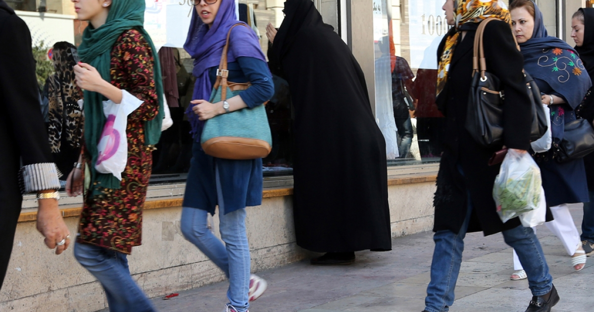 Iranian women shop in Tehran on October 7, 2013.</p>