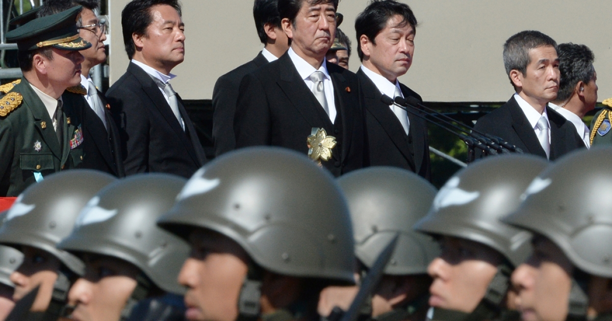 Japanese Prime Minister Shinzo Abe (top C) inspects troops of Japan's Self-Defence Force during a military review on October 27, 2013.</p>