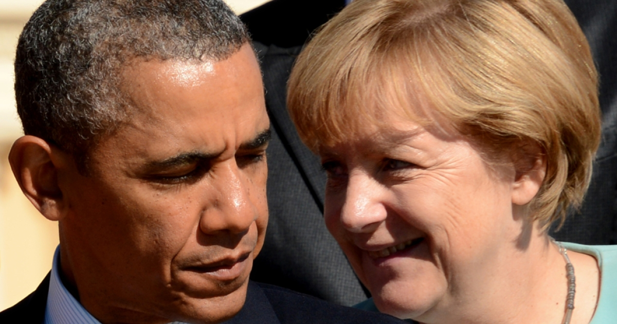 US President Barack Obama (L) stands near Germany's Chancellor Angela Merkel the G20 summit.</p>