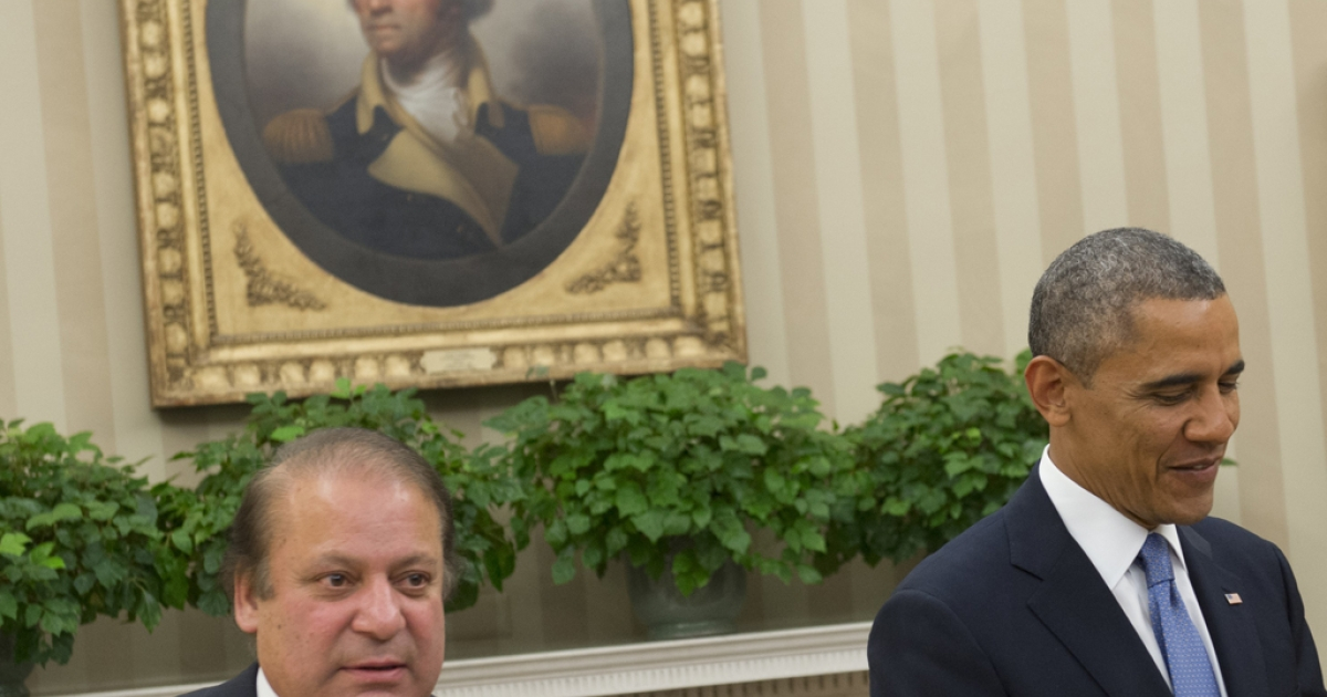 US President Barack Obama and Pakistani Prime Minister Nawaz Sharif (L) hold a meeting in the Oval Office of the White House in Washington, DC, October 23, 2013.</p>