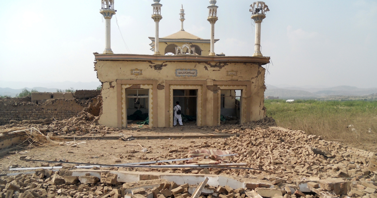A badly damaged mosque after an attack by militants from the Tehreek-e-Taliban Pakistan (TTP) near militant commander Maulvi Nabi Hanafi's house at the Spin Tal village in the Orakzai tribal district on October 3, 2013. At least 13 militants died, officials said.</p>