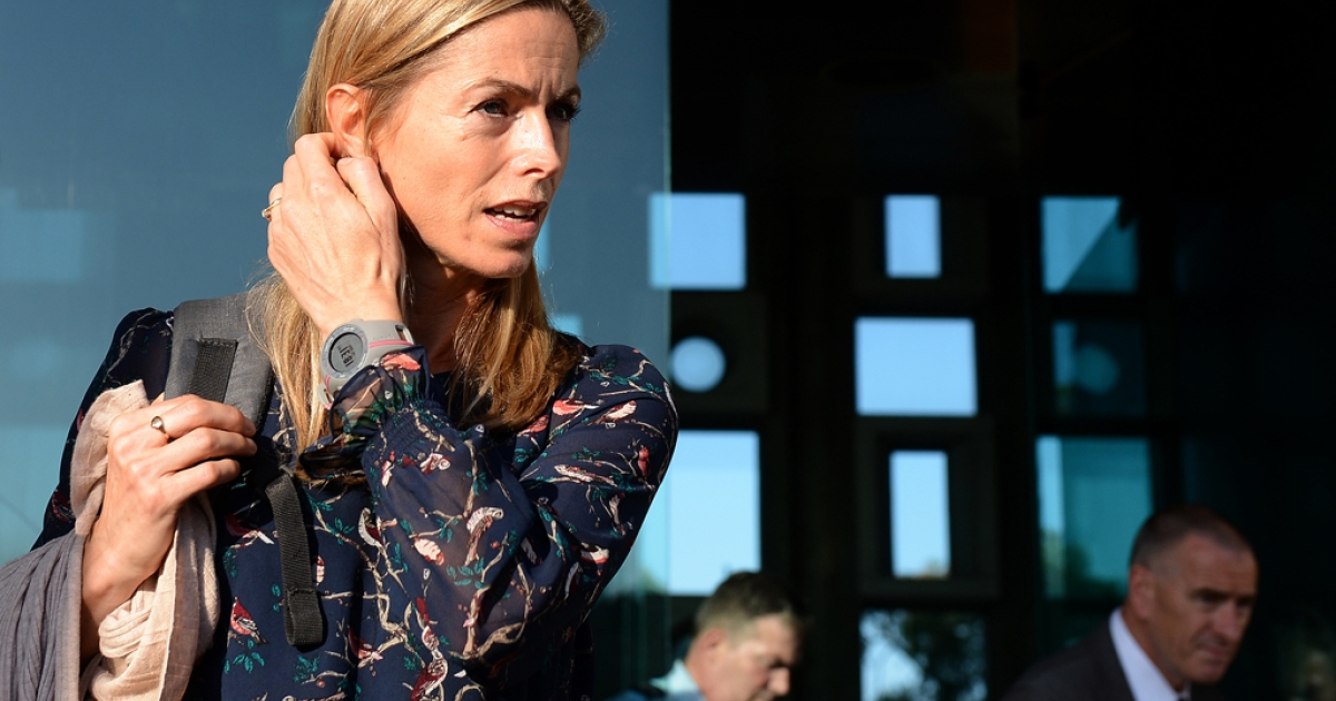 Kate McCann (C), mother of missing British girl Madeleine McCann, leaves the court house in Lisbon on September 12, 2013. Portuguese authorities said on October 24, 2013, that they were reopening their probe.</p>