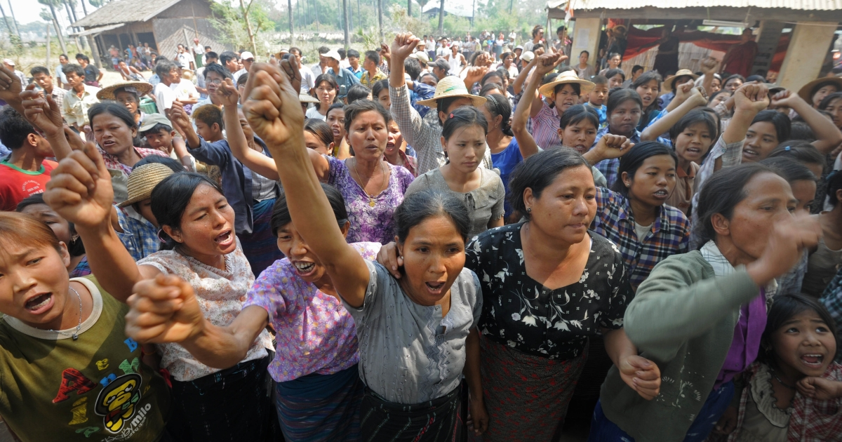 Villagers shout slogans as they protest against Myanmar opposition leader Aung San Suu Kyi's stand on a Chinese-backed copper mine project, in Monywa northern Myanmar on March 14, 2013. Suu Kyi urged protesters to accept a controversial Chinese-backed mine that was the scene of a violent crackdown last year, or risk hurting the economy.</p>