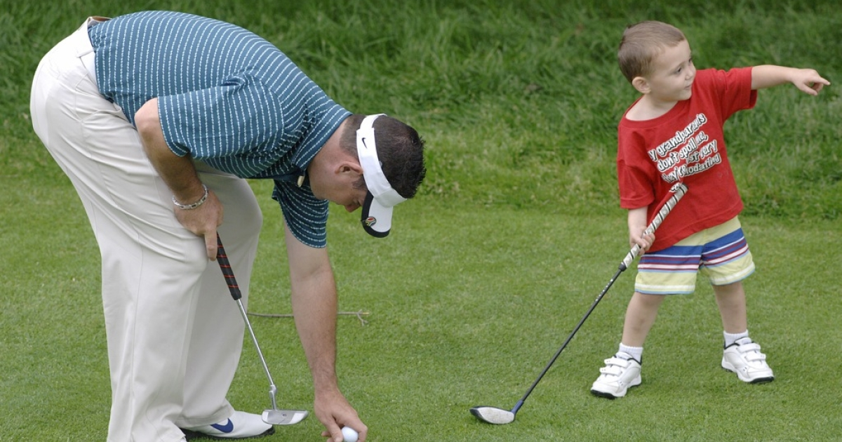 Golfer Rory Sabbatini with his son, Harley, at Westchester Country Club in New York on June 6, 2006. New research suggests that there may be a link between the size of a man's balls and his skills as a dad.</p>