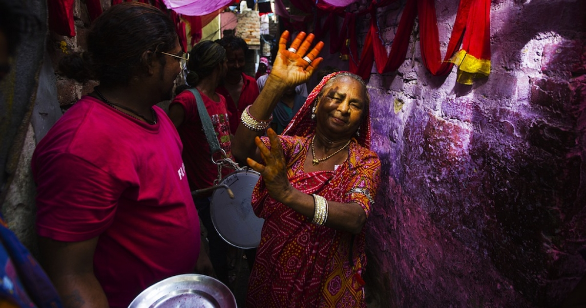 An Indian resident dances in an alleyway in front of drummers during a wedding procession in Kathputli Colony in New Delhi on June 7, 2013. Many Indians still prefer arranged marriages.</p>