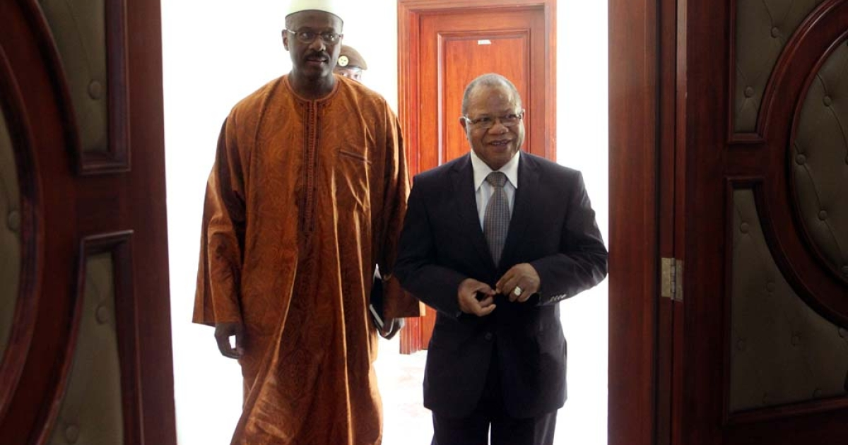 Former Malian Prime minister Django Sissoko (right) welcomes newly appointed Prime Minister Oumar Tatam Ly (left) on Sept. 6, 2013 in Bamako.</p>