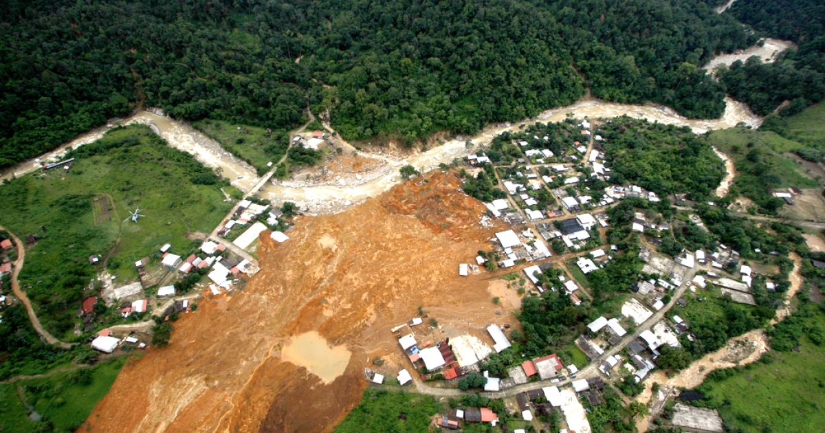 Aerial view of the landslide that buried part of La Pintada village, Guerrero state, Mexico, after heavy rains hit the area, on September 19, 2013. Deaths from floods and landslides battering Mexico neared 100 on Thursday.</p>