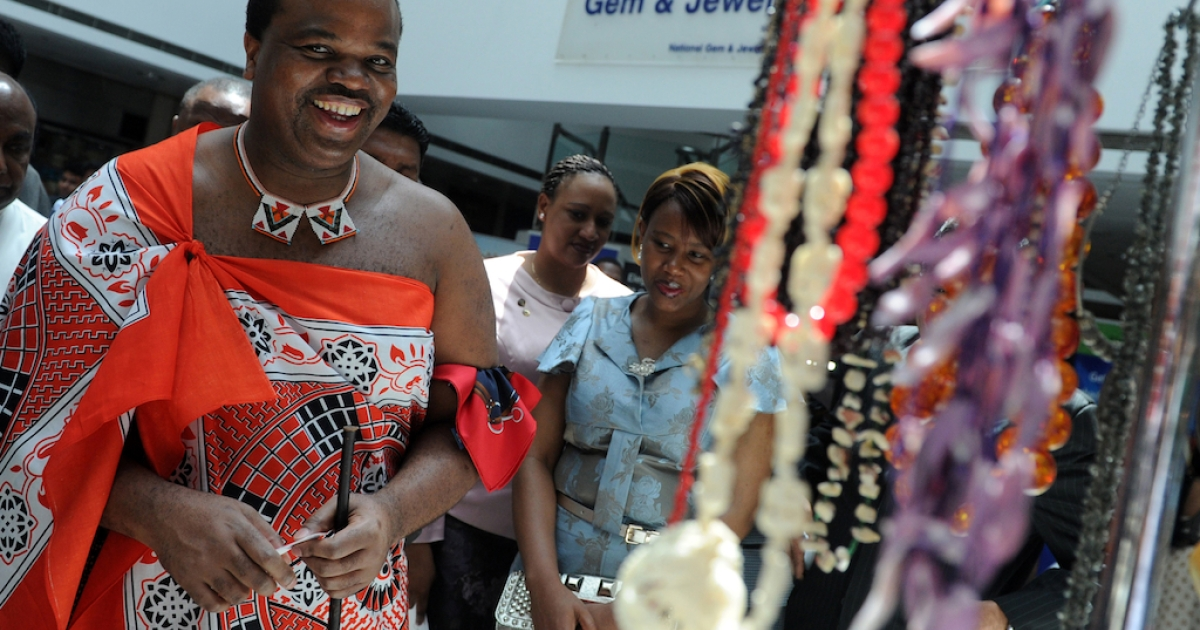 King of Swaziland Mswati III (L) and Queen Inkhosikati Make Mahlangu visit the Gem and Jewellery Exchange in the capital Colombo on August 15, 2012.</p>