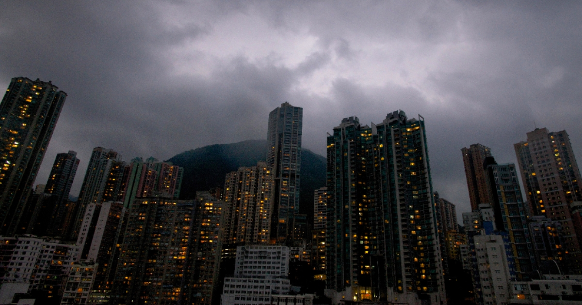 Dark clouds are pictured over the skyline of Hong Kong island as Typhoon Usagi approaches the territory on September 22, 2013. Severe Typhoon Usagi barrelled towards Hong Kong on September 22, shutting down one of the world's busiest sea ports and throwing flight schedules into disarray from Europe to the United States.</p>