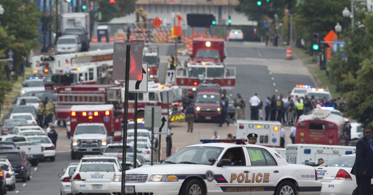 Police and firefighters respond to the report of a shooting at the Navy Yard in Washington, D.C., September 16, 2013.</p>