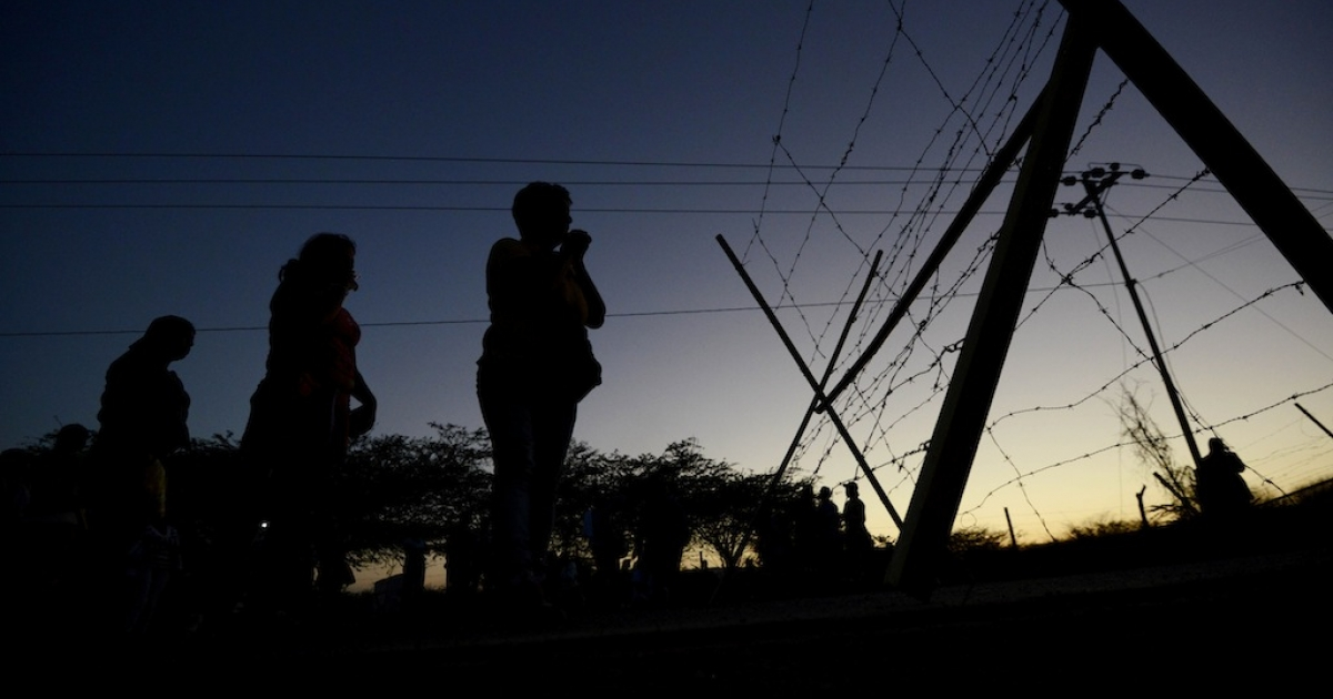 Relatives of inmates await outside of the Uribana prison in Lara state, Venezuela, on January 26, 2013, a day after a riot broke out. Another riot broke out on September 16, 2013 at Venezuela's Sabaneta prison, leaving 16 dead.</p>