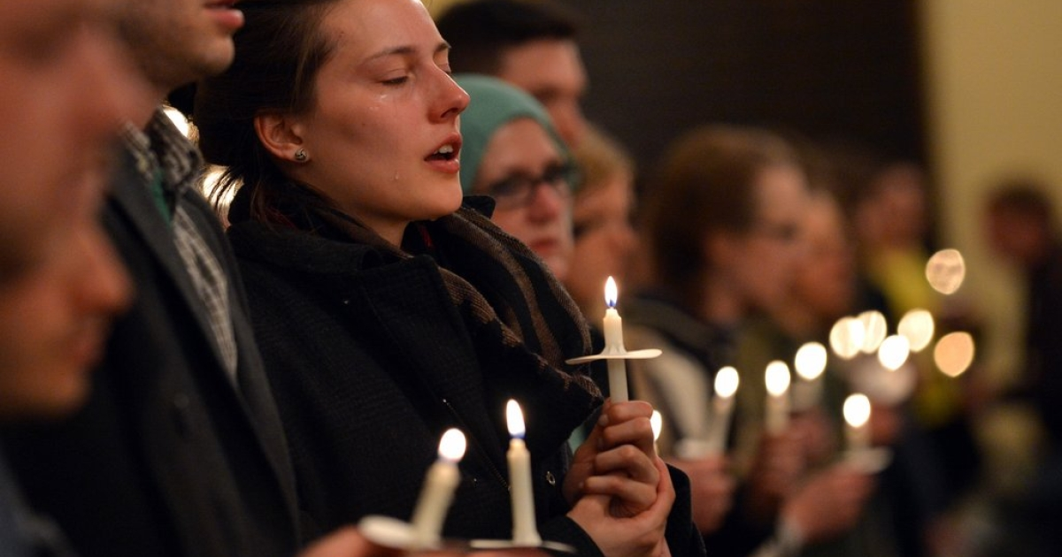 A woman cries during a candlelight interfaith service at Arlington Street Church April 16, 2013 in Boston, Massachusetts, in the aftermath of two explosions that struck near the finish line of the Boston Marathon on April 15.</p>