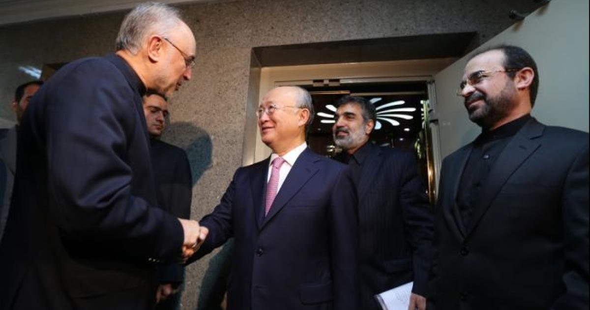 Head of Iran's Atomic Energy Organisation Ali Akbar Salehi (L) welcomes International Atomic Energy Agency (IAEA) Director General Yukiya Amano (C), prior to their meeting in Tehran on November 11, 2013.</p>
