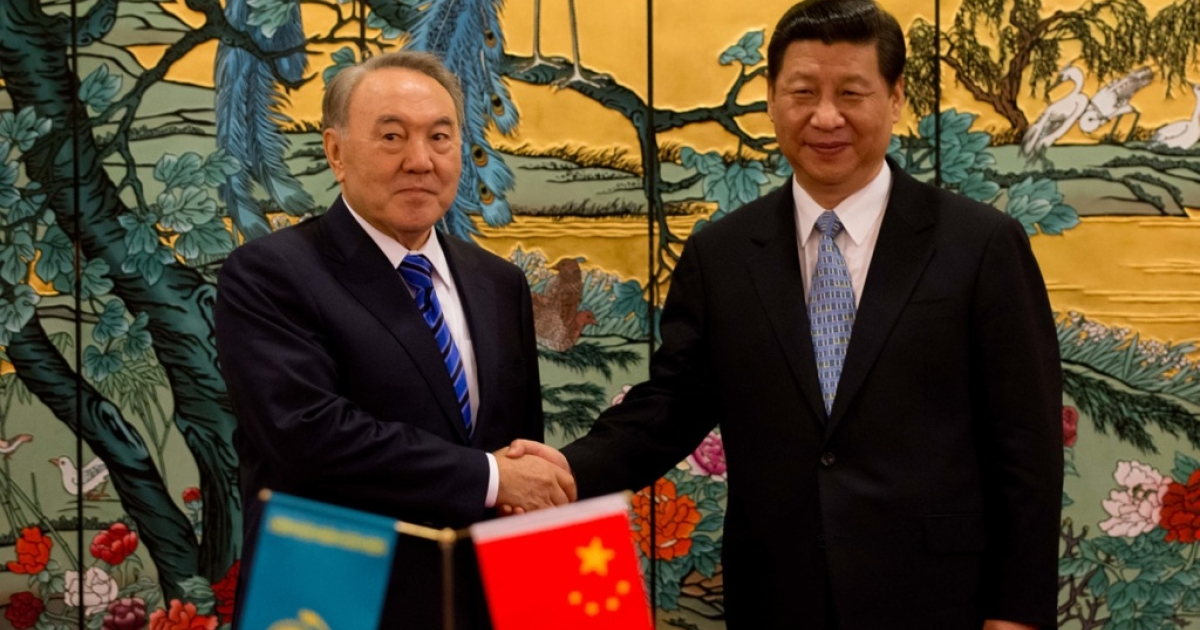 China's President Xi Jinping (R) and Kazakhstan's President Nursultan Nazarbayev shake hands following a signing ceremony in Sanya on the southern Chinese resort island of Hainan on April 6, 2013.</p>