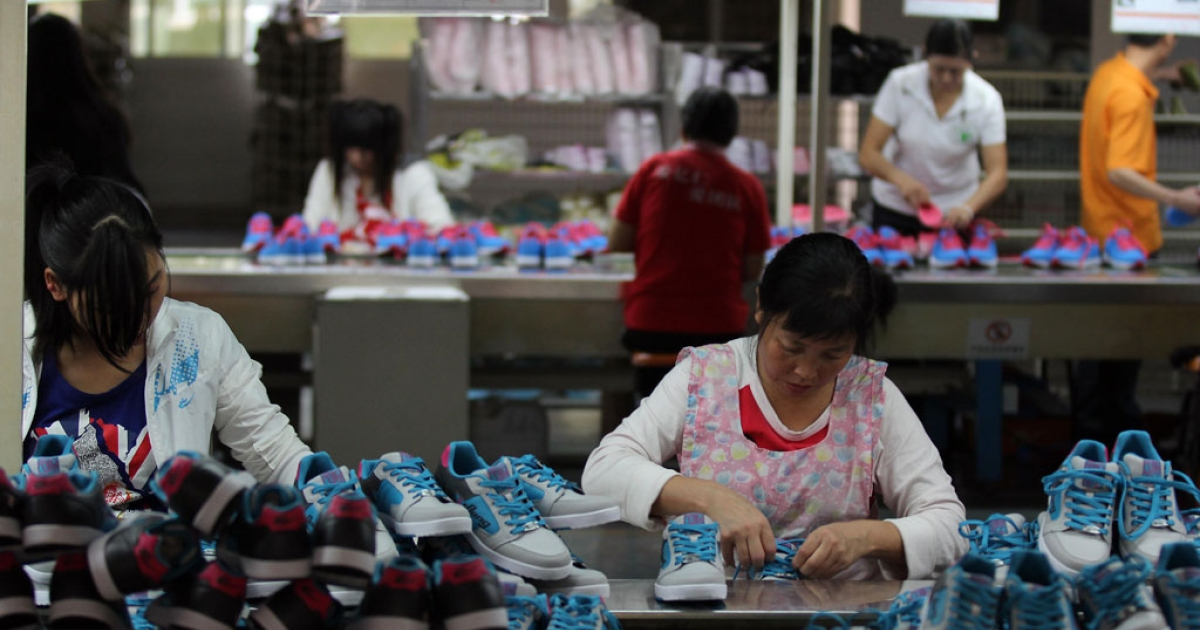 Chinese workers make shoes at a factory in southeast China's Fujian province on Nov. 10, 2012.</p>