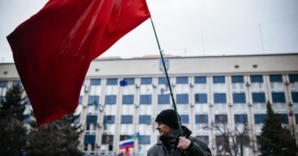 A Pro-Russian activist outside Ukraine's security agency in Lugansk, eastern Ukraine, April 13, 2014.</p>