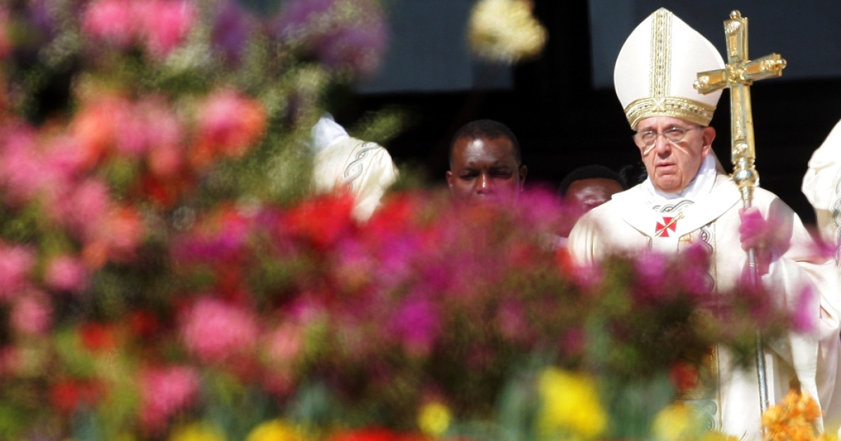 Pope Francis holds Easter Mass in St. Peter's Square on April 20, 2014 in Vatican City.</p>