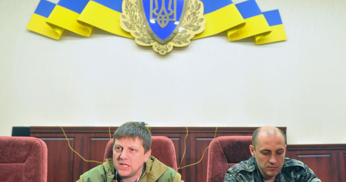 Leaders of pro-Russian activists Alexei Karyakin (L) and Sergey Korsunsky speak to the media in the regional security service building in the eastern Ukrainian city of Lugansk on April 10, 2014.</p>
