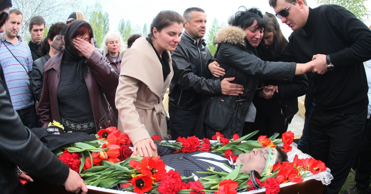 Relatives mourn at the funeral of Volodymyr Rybak on Thursday.</p>