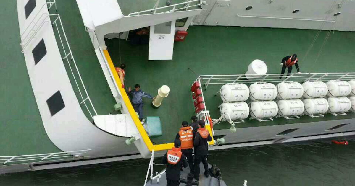 A passenger is rescued from the stricken Sewol ferry in South Korea. Why weren't many more lives saved?</p>