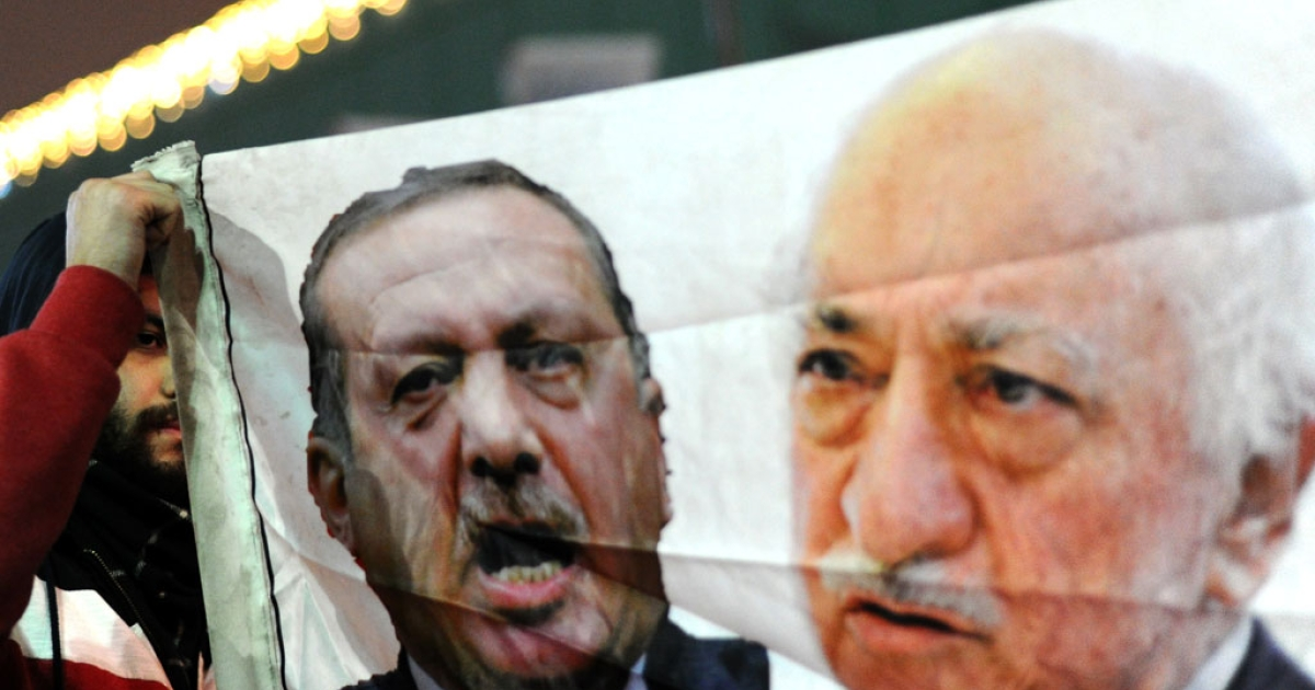 Embroidered images of US-based Turkish cleric Fethullah Gulen (L) and Turkey's Prime Minister Recep Tayyip Erdogan (R) are displayed in a shop in the Gaziantep market near the Turkish-Syrian border.</p>