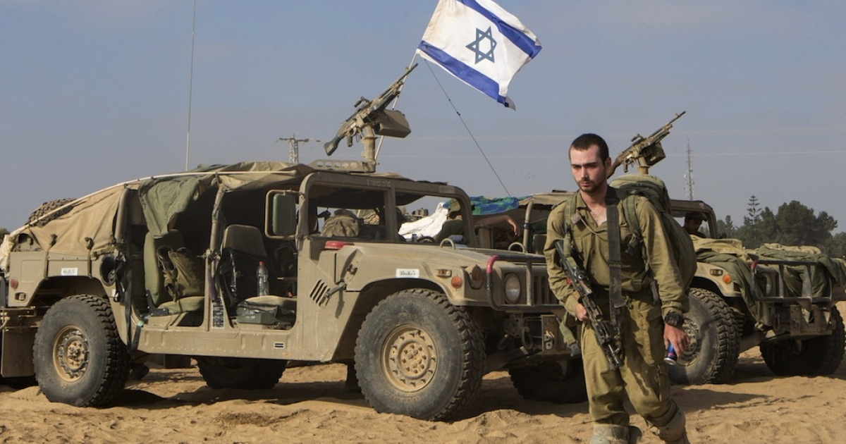 An Israeli soldier arrives at an army deployment area, on the southern Israeli border with the Gaza Strip, on August 1, 2014. A three-day humanitarian truce in Gaza collapsed only hours after it began amid a deadly new wave of violence and the apparent capture by Hamas of an Israeli soldier.</p>