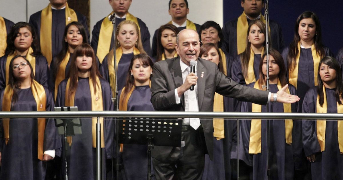 Pastor Roberto Bastante delivers a speech during a ceremony of Peru's Christian Evangelical churches with political leaders in Lima, July 30.</p>