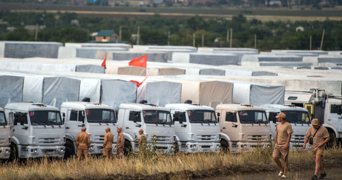 Trucks part of a Russian humanitarian convoy are parked not far from a checkpoint at the Ukrainian border near the town of Kamensk-Shakhtinsky in the Rostov region, on Aug. 18, 2014.</p>