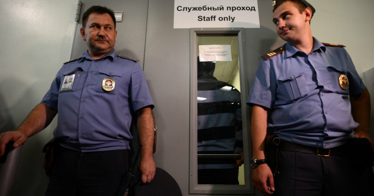 Police officers guard the entrance to Terminal F of Moscow's Sheremetyevo airport, on July 12, 2013, during a meeting between Russian rights activists and lawyers for US National Security Agency fugitive leaker Edward Snowden.</p>