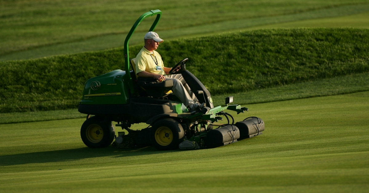 Members of the grounds crew operate mowers during the 107th U.S. Open Championship at Oakmont Country Club on June 13, 2007.</p>