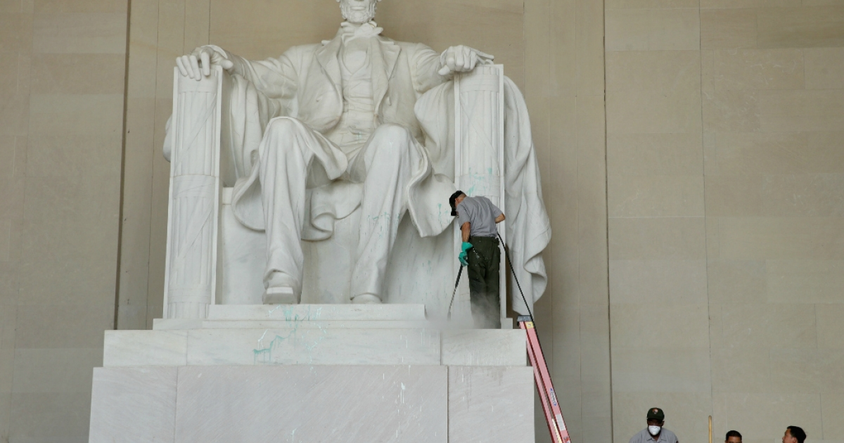 U.S. National Park Service employees use a pressure washer to clean the Lincoln Memorial after it was vandalized with a splatter of green paint.</p>