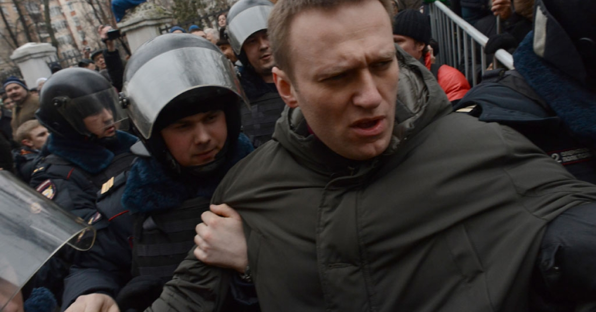 Police officers detain protest leader Alexei Navalny outside Zamoskvoretsky district court in Moscow, on Feb. 24, 2014, during a protest against the trial of eight people accused of instigating mass riots after an opposition rally on Moscow's on Bolotnaya square turned violent.</p>