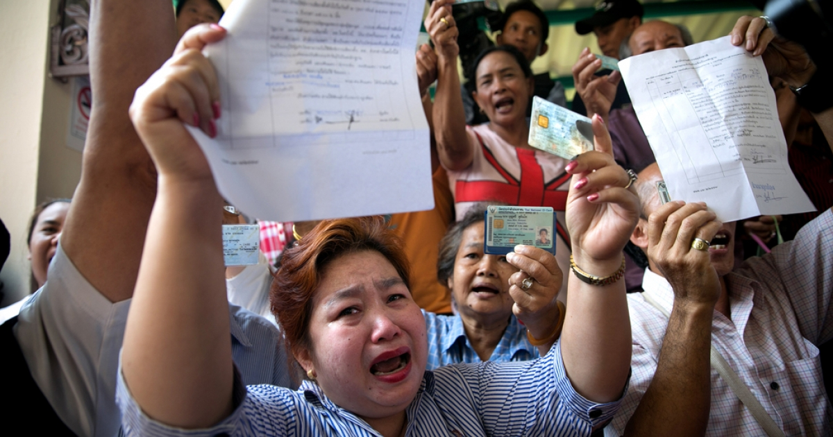 Angry residents protest against not being able to vote on Feb. 2, 2014 in Bangkok.</p>