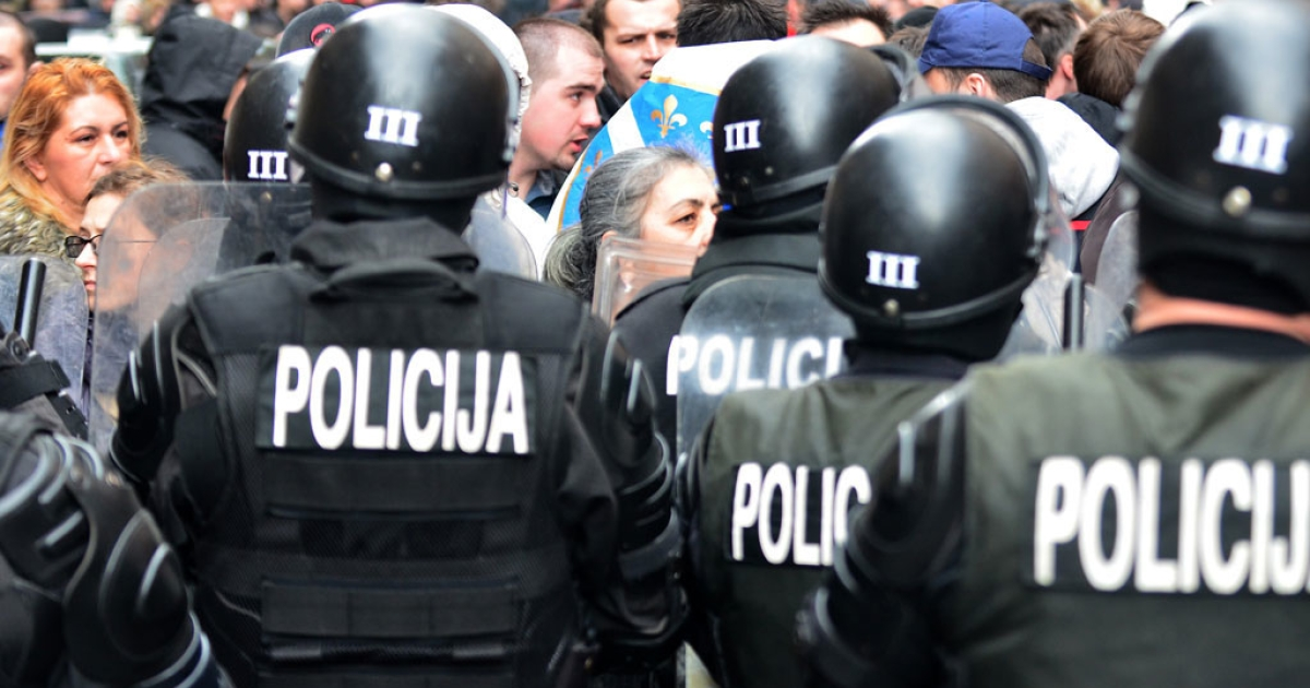Bosnian citizens' rights activists argue with riot police as they gather in front of Bosnia and Herzegovina's Presidency building in country's capital Sarajevo, on Feb. 9, 2014.</p>