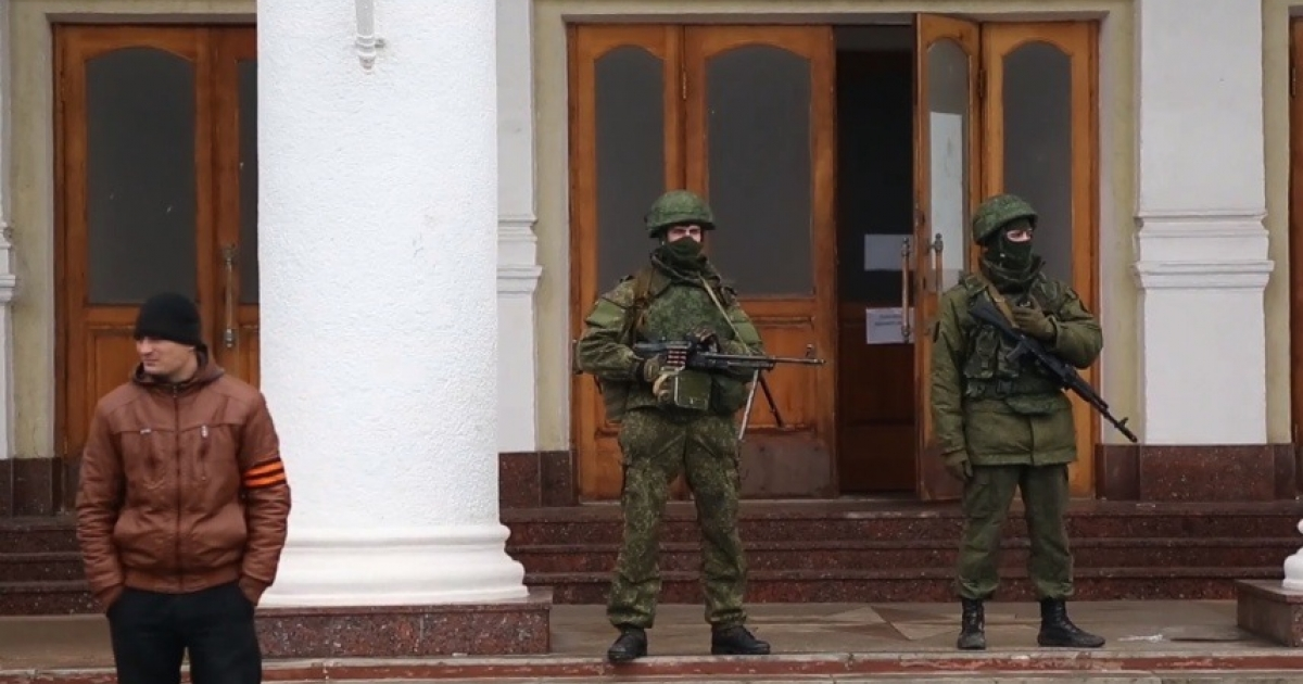 Armed men stand outside the airport in Crimea's capital on Feb. 28, 2013.</p>