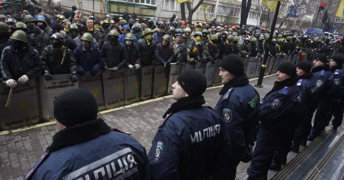 Anti-government protestors of the '14 Hundred Self-Defense' group face police as they take part in a protest rally in front of the Prosecutor General building in Kiev on Feb. 14, 2014.</p>