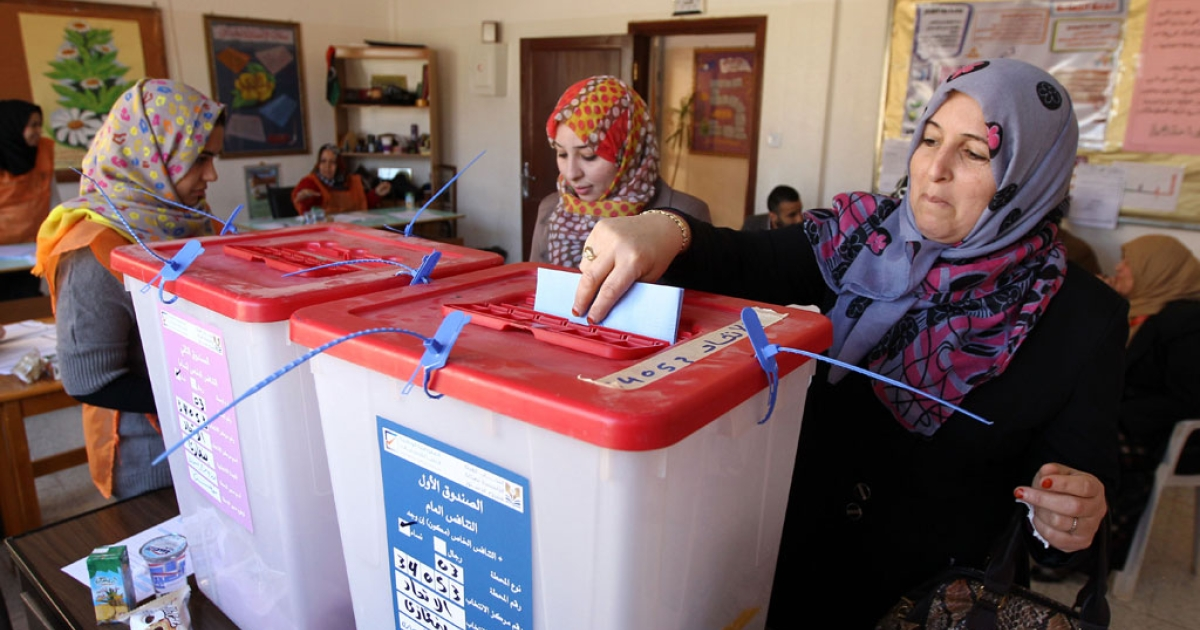 A Libyan woman casts her vote to elect a constituent assembly at a polling station in the eastern city of Benghazi on Feb. 20, 2014.</p>