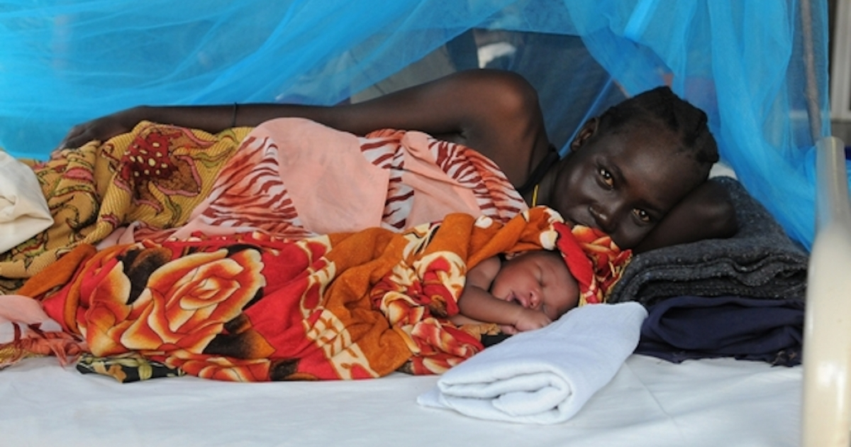 A woman and her baby at the maternity ward in MSF's field hospital in Doro refugee camp in Maban county, South Sudan. (Nov. 2012).</p>