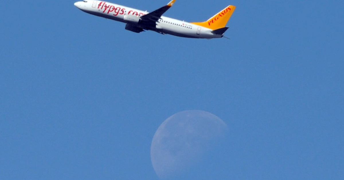 A Pegasus Airlines' Boeing 737 flies over Toulouse, France, on May 11, 2012.</p>
