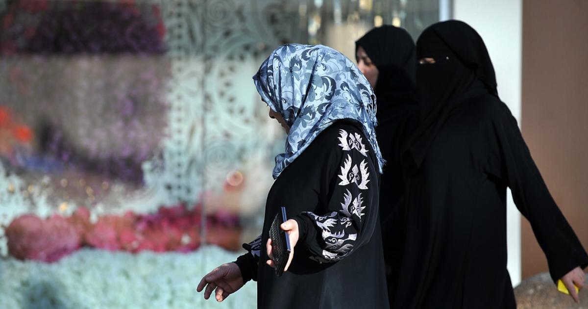 Saudi women walk past a flower shop in Riyadh.</p>