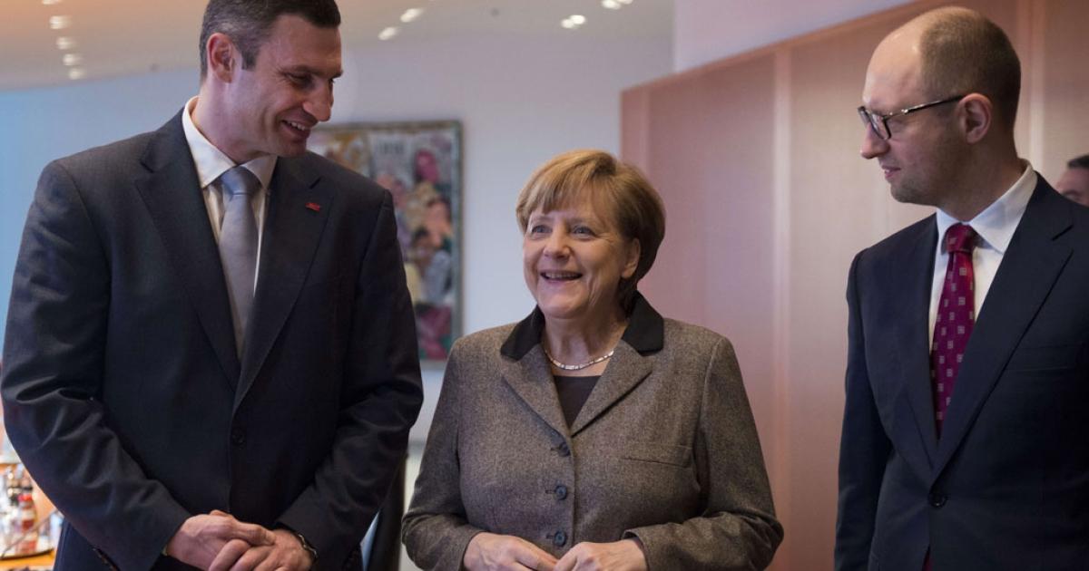 German Chancellor Angela Merkel (C) welcomes Ukraine opposition leaders Vitali Klitschko (L) and Arseniy Yatsenyuk (R) on Feb. 17, 2014 at the chancellery in Berlin to discuss the country's crisis.</p>