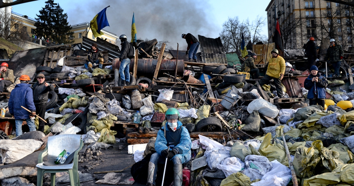 Anti-government protesters rebuild barricades following continued clashes with police in Independence square, despite a truce agreed between the Ukrainian president and opposition leaders on February 20, 2014 in Kyiv, Ukraine.</p>