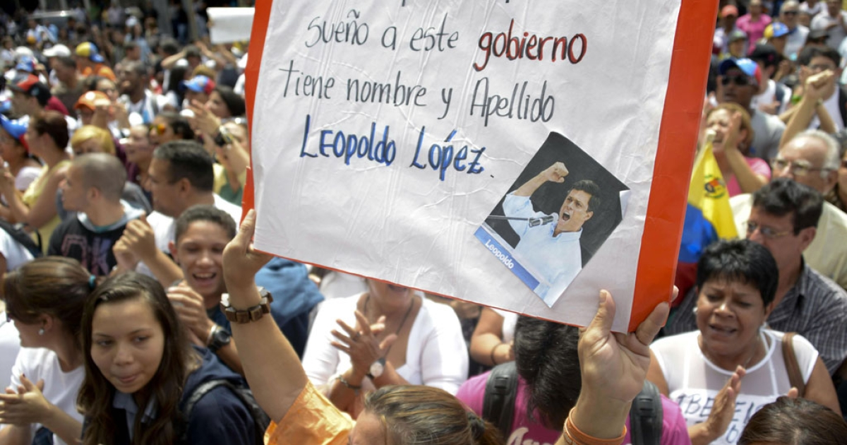 Supporters of Venezuelan opposition leader Leopoldo Lopez, who was arrested on the eve on charges of homicide and inciting violence, protest outside of the Justice Palace, on Feb. 19, 2014, in Caracas.</p>