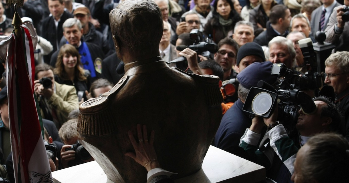 Photographers, cameramen and visitors crowd around a statue-bust of Hungary's wartime leader Miklos Horthy after it was unveiled in Budapest on November 3, 2013. The unveiling provoked protests of antifascist demonstrators. Horthy, the autocrat who led the country into World War II as an ally of Hitler, passed anti-Jewish laws and oversaw the first wave of deportations of Hungarian Jews in 1944.</p>