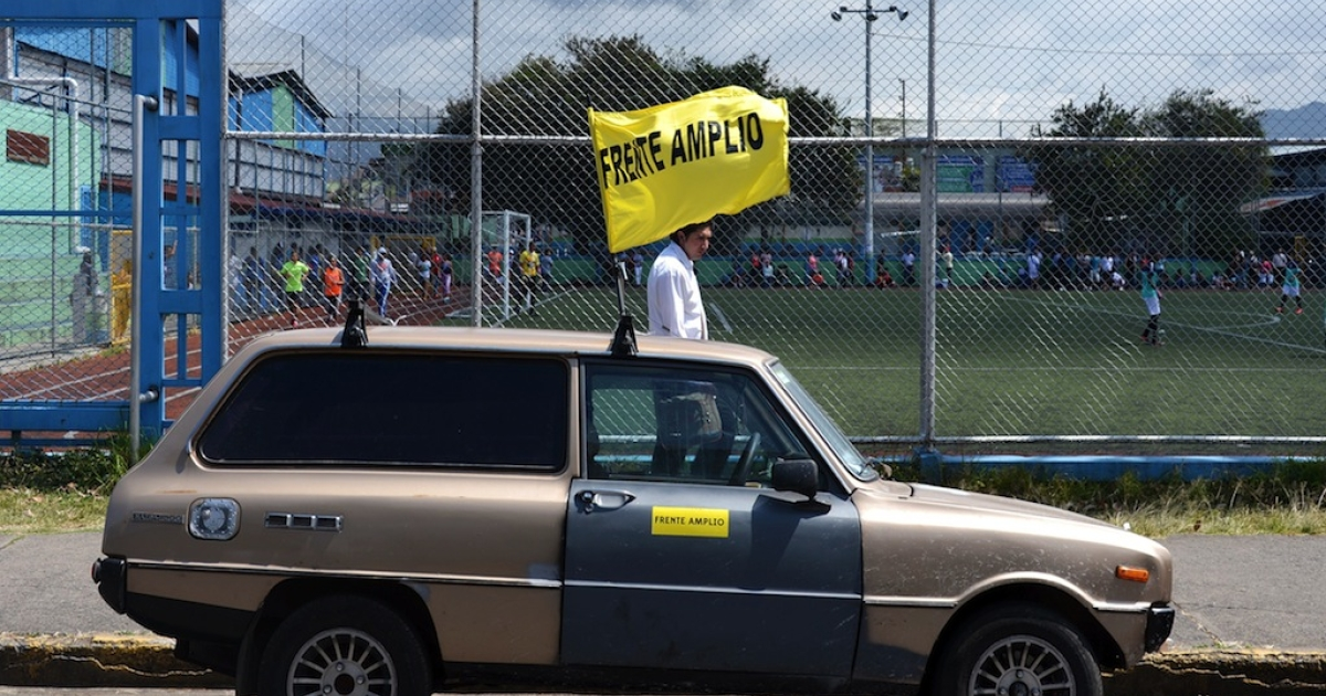 A flag of the presidential candidate of Costa Rica's leftist Frente Amplio (Board Front) party, Jose Maria Villalta is seen in a car in San Jose on January 30, 2014. Presidential elections will take place next February 2.</p>