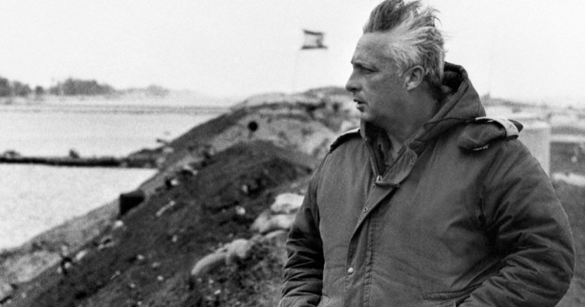 A photo taken in January 1974 on the right bank of the Suez Canal shows Israeli general Ariel Sharon a few days before he left the army to become a politician.</p>